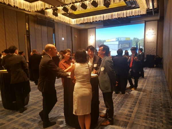 Luxembourg delegation mingling with Korean partners during its official reception.